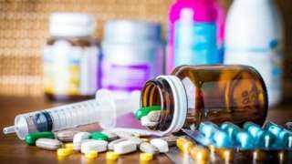 «الصحة» : الافراط في تناول الأدوية والفيتامينات للوقاية من كورونا خطر