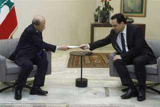 الرئيس اللبناني يقبل استقالة الحكومة ويطلب منها الاستمرار بتصريف الأعمال