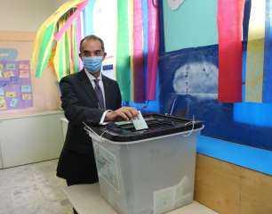 وزير الاتصالات يدلي بصوته في انتخابات مجلس الشيوخ