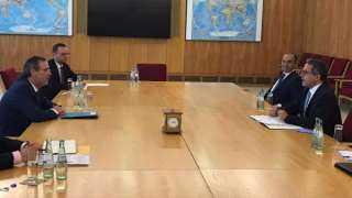 العناني يجتمع بوزير الدولة للشئون الخارجية ورئيس لجنة الكورونا في ألمانيا