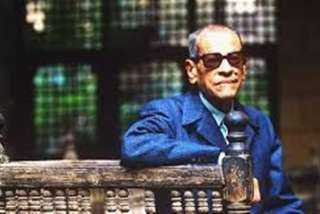 فوز نجيب محفوظ بجائزة نوبل فى 13 أكتوبر 1988