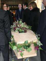 صدق ولا تستغرب .. دفنت زوجها بيدها بعد موته بكورونا وفوجئت به قادم بعد أيام