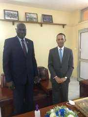 السفير المصري في جوبا يلتقي بمحافظ البنك المركزي الجنوب سوداني