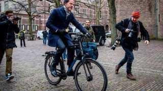 الحكومة الهولندية تستقيل بسبب فضيحة إعانات رعاية الأطفال