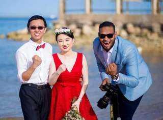 جلسة تصوير بالغردقه لعروسان امريكان من اصل صيني بمنطقه شعبيه وسط الأهالي