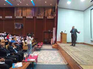 بمؤتمر مؤسسة إبداع لعلوم الادارة ببني سويف دكتور أحمد الصفتي الدولة مهتمة بدعم الاستثمار في العنصر البشري