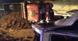 حادث مروع يحصد أرواح 20 شخصا ويصيب 3 أخرين بالطريق الصحراوى الشرقى