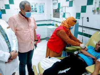 وكيل صحة بالبحر الأحمر يشهد تطعيم مرضى الغسيل الكلوي بلقاح فيروس كورونا