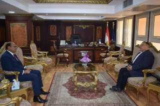 محافظ البحر الأحمر يهنئ مدير الأمن الجديد بتولي مهام منصبه