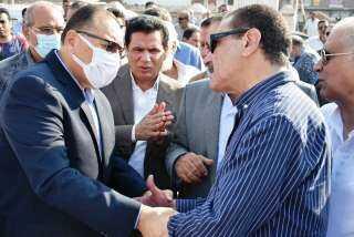 محافظ الشرقية يؤدي واجب العزاء في وفاة شقيق النائب مجدي عاشور عضو مجلس النواب بالزقازيق