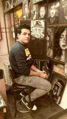 """""""بيكاسو كفر الشيخ"""" يرسم لوحاته بملح الطعام"""