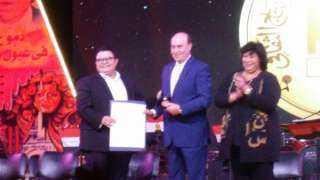 وزيرة الثقافة تكرم أبطال نصر أكتوبر ونجوم الفن بساحة الهناجر