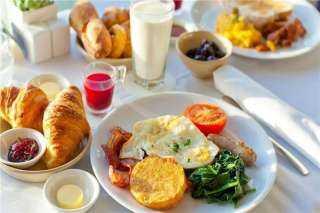 خبراء أغذية يحذرون من تناول نوع معين من الطعام على الفطار