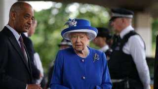 الملكة اليزابيث تعود إلى مكتبها بعد خروجها من المستشفى